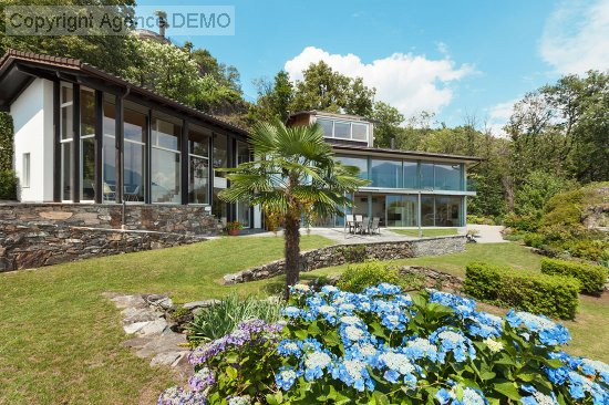 vente maison de village MOUSSAC 4 pieces, 295m